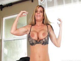 Porn star Kristal Summers blows and swallows