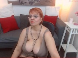 Sexy cougar with huge natural saggy tits webcamming