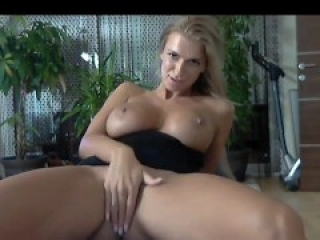 Webcam Amazing MILF Dildo Masturbation With Orgasm